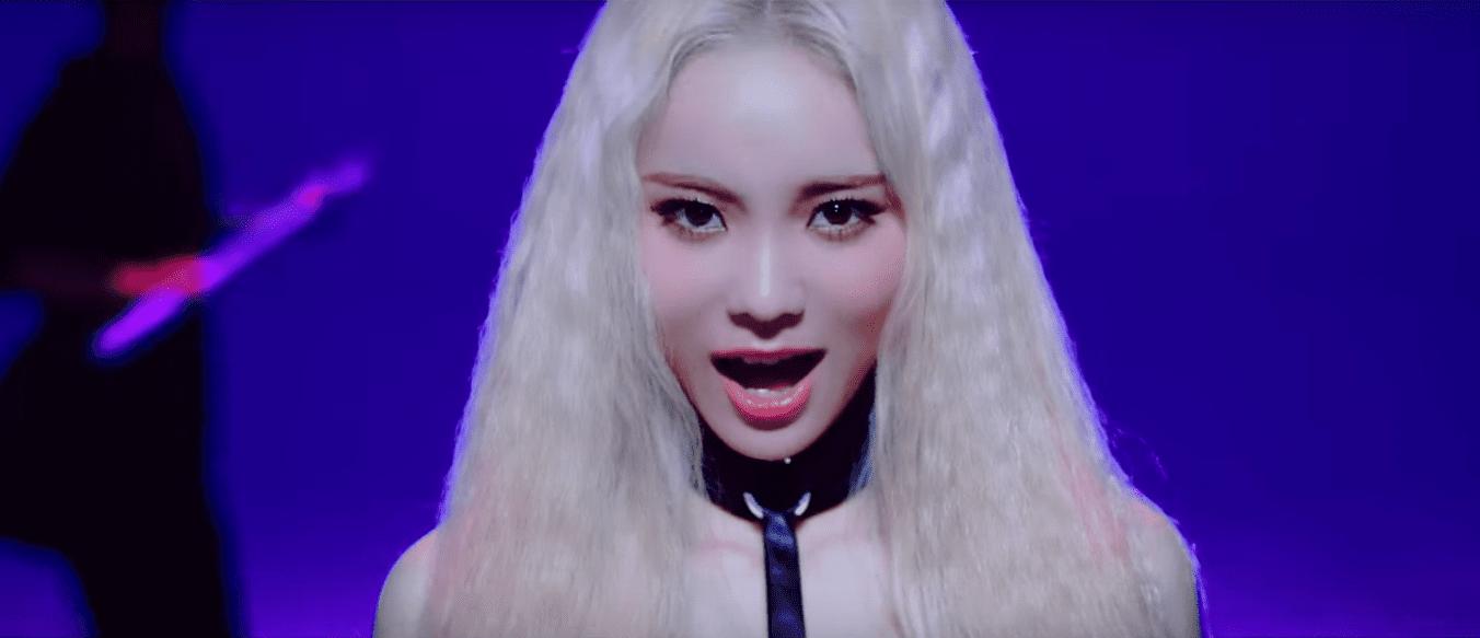 "WATCH: LOOΠΔ Member JinSoul Is ""Singing In The Rain"" In New MV"