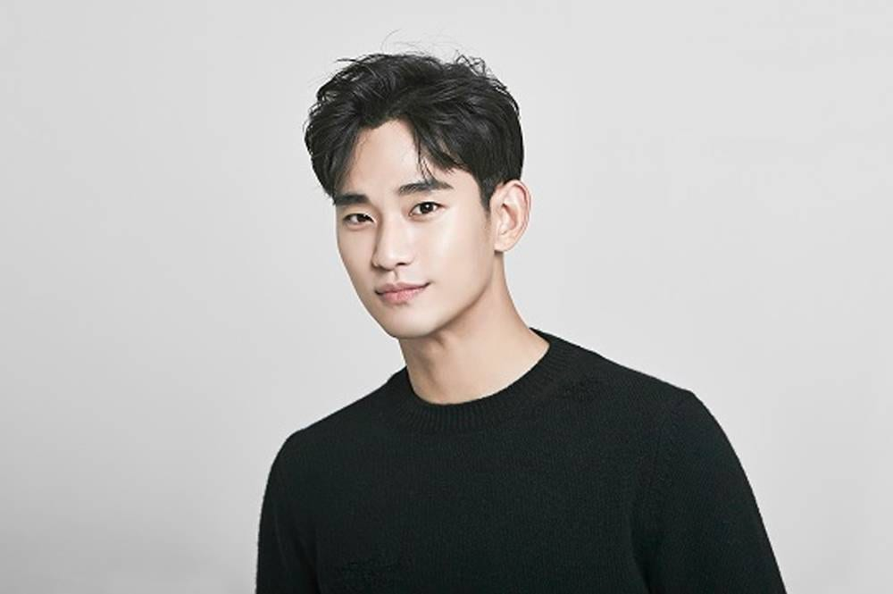 Photos Released Of Kim Soo Hyun During Military Enlistment Ceremony