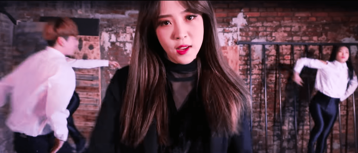 "WATCH: MAMAMOO's Moonbyul Drops Performance Video For Solo Song ""Worthless"""