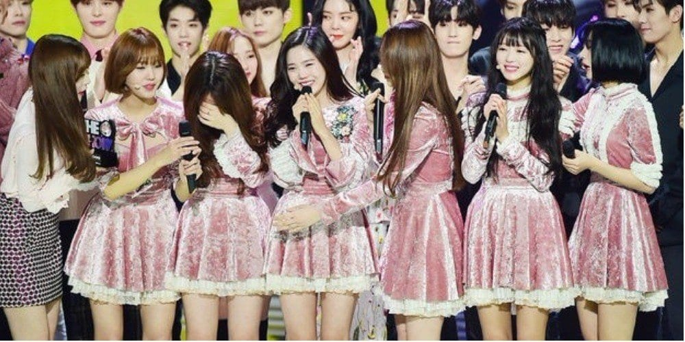"Oh My Girl Achieves 1st Win On ""The Show"" With ""Secret Garden"""
