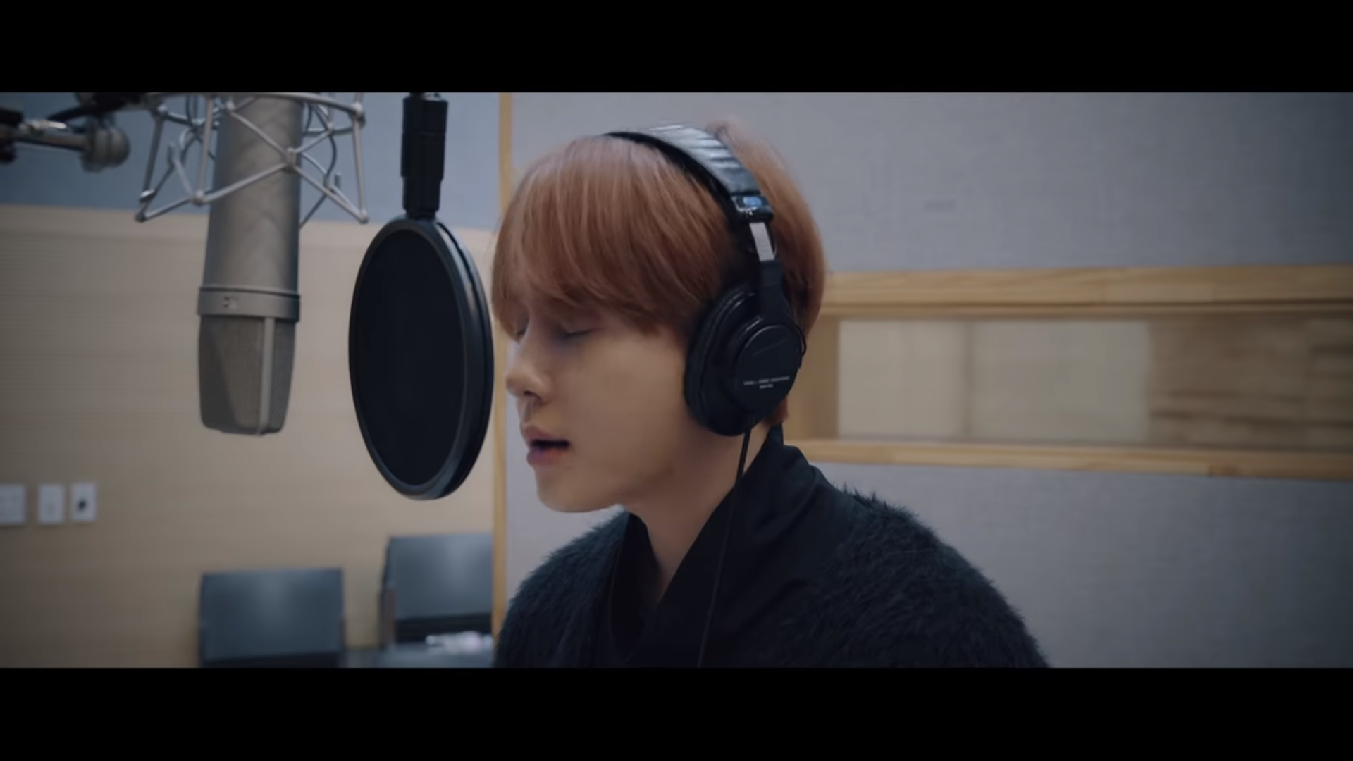"""WATCH: Highlight's Yong Junhyung Drops """"Don't Hesitate"""" MV For """"Encounter"""" OST"""