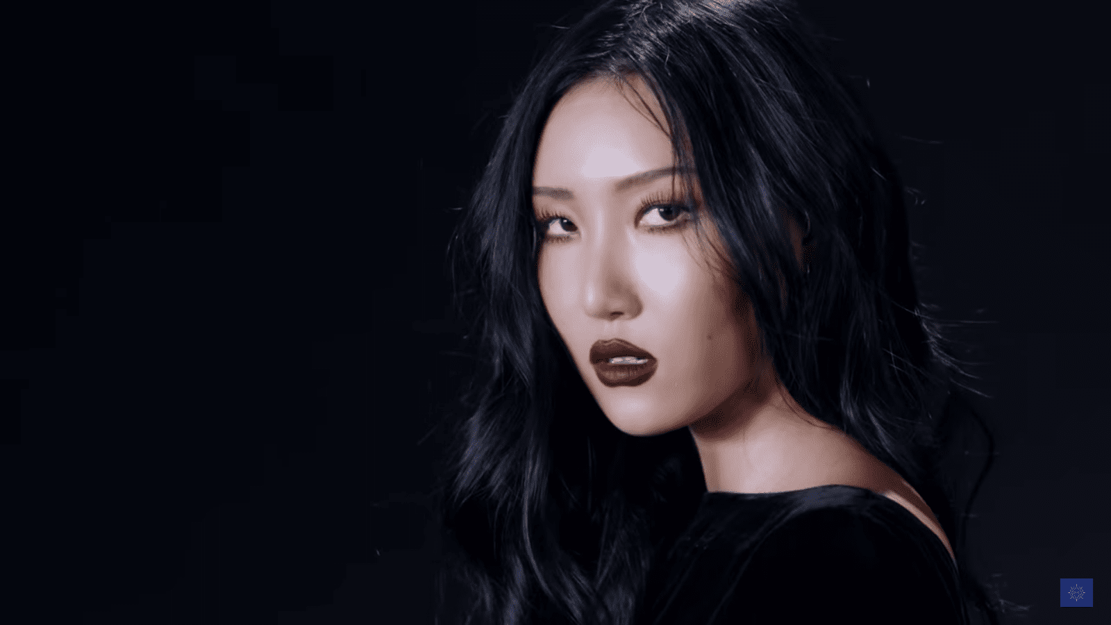 """WATCH: MAMAMOO's Hwasa Makes A Statement In """"TWIT"""" MV For Solo Debut"""