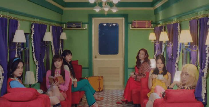 "WATCH: Apink Stays Unbothered In Vivid ""Dumhdurum "" MV"