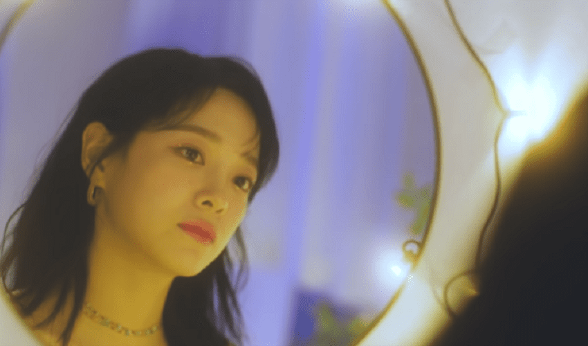 """WATCH: Gugudan's Sejeong Enthralls With """"Whale"""" Live MV"""